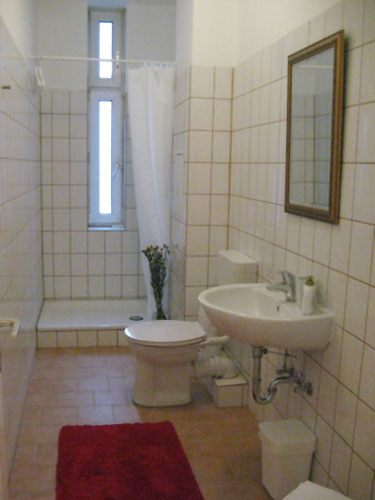 http://stay-in-berlin.de/files/gimgs/13_bagno2.jpg