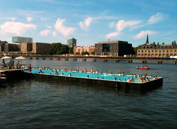 http://stay-in-berlin.de/files/gimgs/27_badeschiff3.jpg