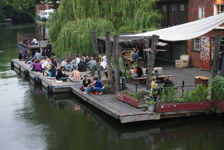 http://stay-in-berlin.de/files/gimgs/27_clubdvisionaere.jpg