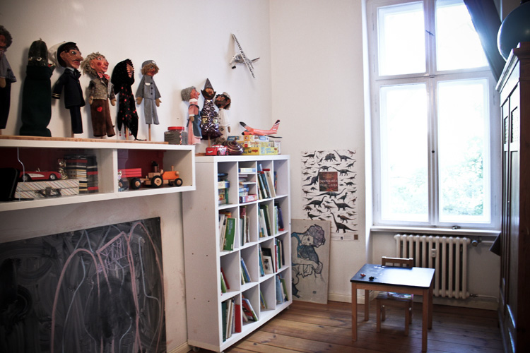 http://stay-in-berlin.de/files/gimgs/38_childrensroomlibi01.jpg
