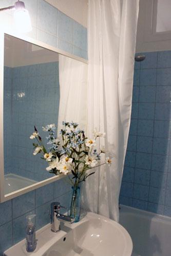 http://stay-in-berlin.de/files/gimgs/3_bathroom.jpg